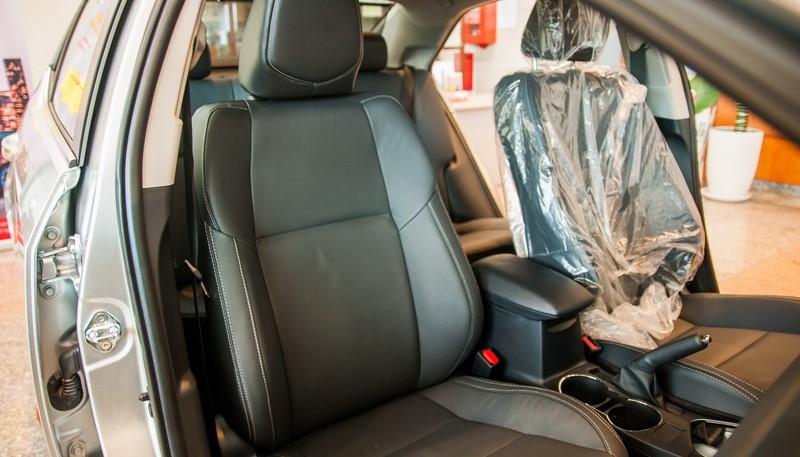 Cách khử mùi trong xe ô tô mới