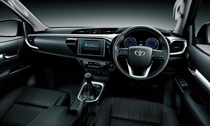 Chi tiết và hình ảnh về Toyota Hilux 2016 4