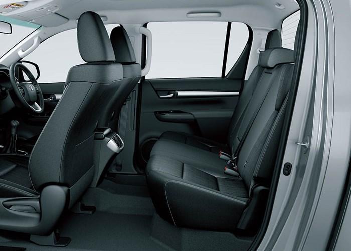 Chi tiết và hình ảnh về Toyota Hilux 2016 6