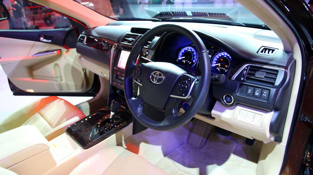 Những chi tiết đáng chú ý trên Toyota Camry 2015 4