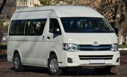 Toyota-Hiace-2015-16-cho-voi-dien-mao-moi-1