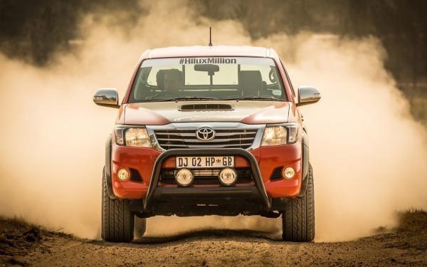 Toyota Hilux động cơ mới ra mắt có giá 72.150 USD 2