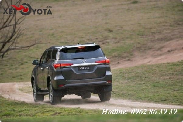 gia-ban-xe-toyota-fortuner-2016-danh-gia-chi-tiet-2