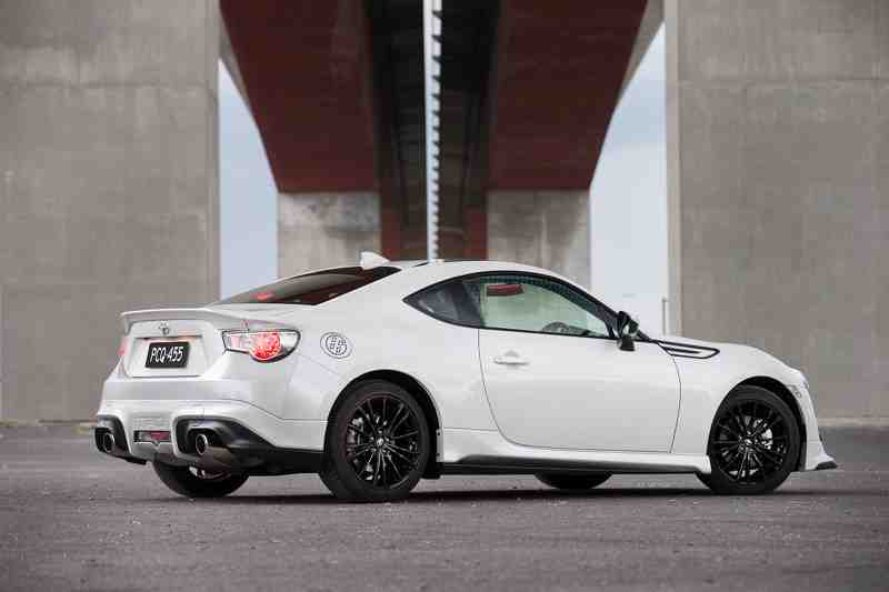 thi-truong-uc-tiep-don-mau-xe-toyota-86-blackline-edition-moi-3