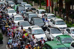 viet-nam-tieu-thu-hon-300-000-xe-o-to-trong-nam-2016 (1)